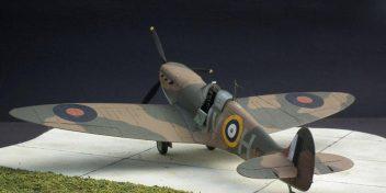 Spitfiredepicting'Grumpy'Unwin'smount